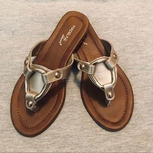 MADELINE Stuart Rikki Soft Gold Flip Flops Size 7